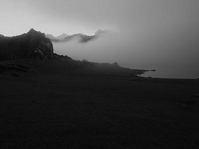 jultayu, invernal en blanco y negro