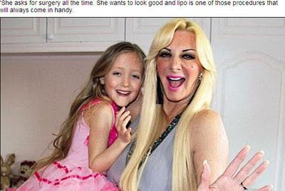 Obsequia por navidad  a su hija de siete años liposucción