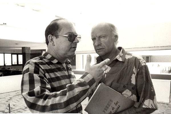 Eduardo Galeano junto a Miguel Barnet durante las sesiones del jurado de testimonio en el año 1989. Foto: Casa de las Américas