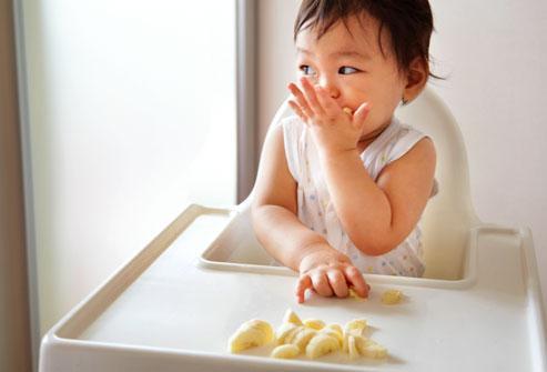 Prevenir el consumo de sal en los bebés les evita problemas de salud en su vida