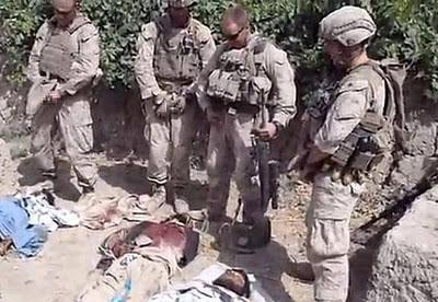 Es de vieja data la falta de dignidad de los marines yanquis para orinar donde no se debe