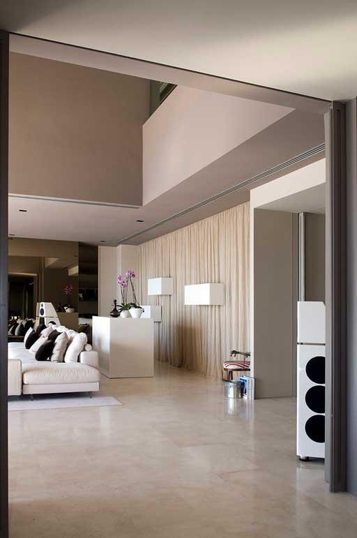 A cero presenta una nueva vivienda en la costa del sol for Decoracion piso joaquin torres