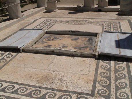 File:Delos House of Dionysus floor mosaic.jpg