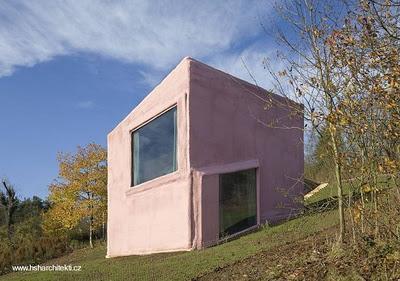 Moderna casa de dise o con sistema de cine paperblog for Casas reducidas
