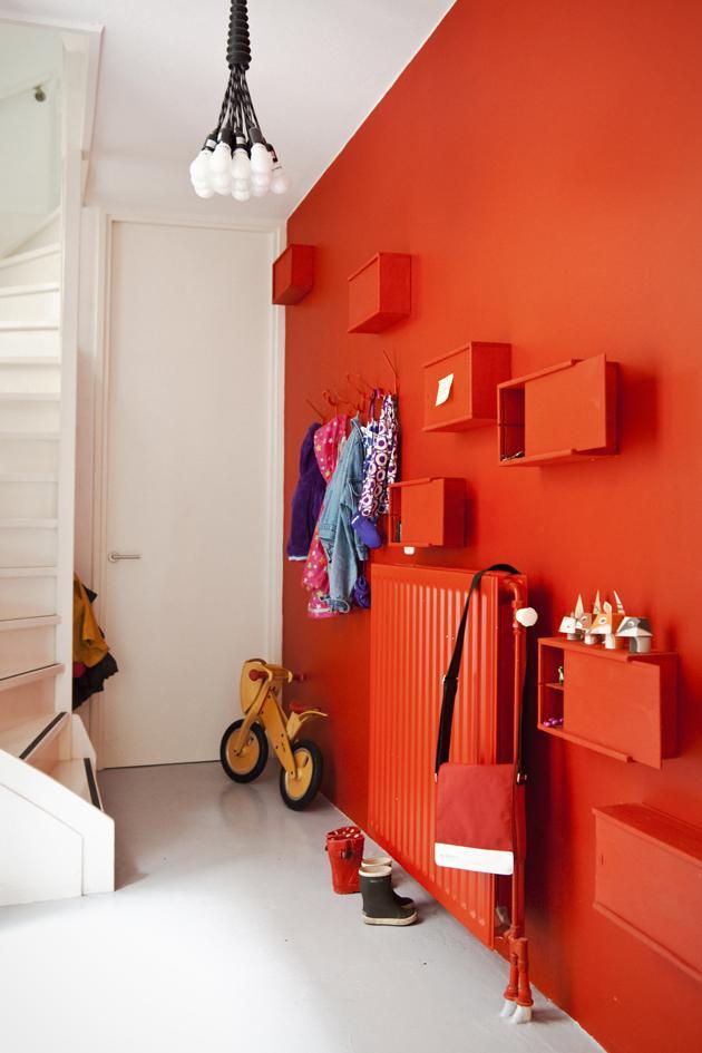 Cajas de vino como muebles en una pared all red  Paperblog