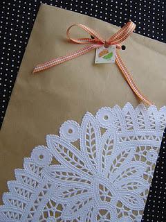 Envolver regalos de forma original paperblog - Envolver libros de forma original ...