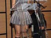 Shakira recibió insignia Caballero Orden artes letras francesas