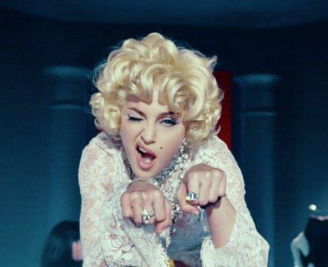 Madonna publica el video de Give Me All Your Lovin