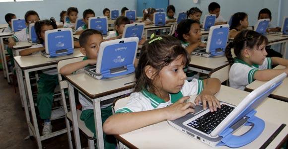 Niños de la Unidad Educativa de la Frontera, tienen en los computadores Canaima una herramienta que les facilita el proceso de aprendizaje y los familiariza con las nuevas tecnologías. (Foto Luis Alfredo Estévez / La Opinión)