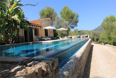 jardines con piscinas rusticas