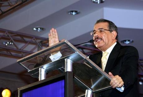 Danilo promete construcciones en Santiago
