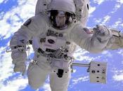 ¿Por astronautas utilizan trajes blancos?