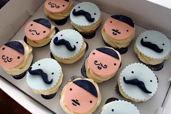 cupcakes de bigotes de azucar
