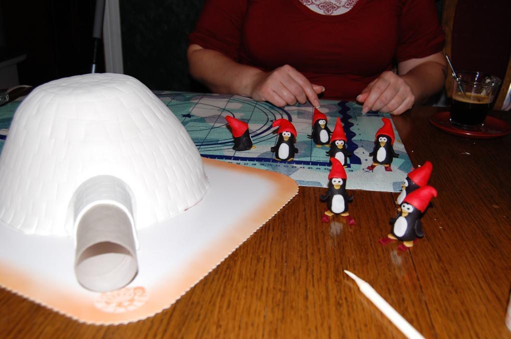 paso a paso tarta fondant iglu con pinguinos
