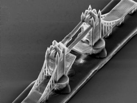 Nanoimpresión en 3D de un Fórmula 1