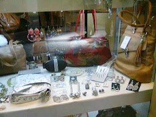 La moda 2012. Viendo vidrieras, encaje, volados, flores, accesorios