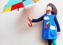 niña con vestido de nubes