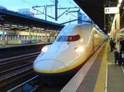 ¿Qué ocurre español tren lleno japoneses dirigiéndose parque temático sobre España?